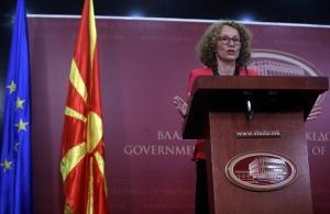 Προκαλεί η υπουργός Άμυνας της ΠΓΔΜ: «Να κοπεί το Μακεδονία ξακουστή από τις παρελάσεις»