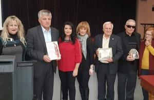 Την Πανελλήνια Ένωση Ασσυρίων βράβευσε ο «Φάρος» Αγίας Βαρβάρας σε εκδήλωση των Ασσυρίων