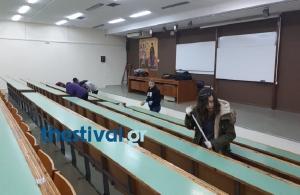 Φοιτητές καθαρίζουν την Θεολογική Σχολή του ΑΠΘ (φωτο)