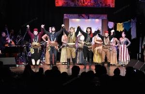 Με τον Όμιλο «Σέρρα» έπεσε η αυλαία της παράστασης «Σκιών καμώματα με φωτεινά τραγούδια» στο Γυάλινο Μουσικό Θέατρο (φωτο)