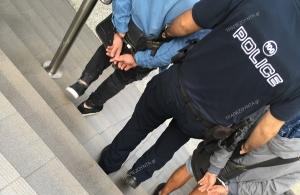 Χειροπέδες σε πορτοφολάδες που «χτυπούσαν» στον Σταθμό Λαρίσης