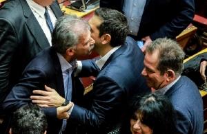 Βουλή: Πήρε 151 ψήφους η κυβέρνηση-«κουρελού» και συνεχίζει