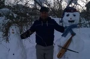Στο Όχσοχο των Σουρμένων του Πόντου μέχρι και οι χιονάνθρωποι παίζουν ποντιακή λύρα!