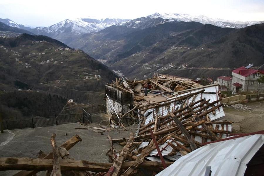 Τραπεζούντα: Τα πήρε και τα σήκωσε όλα ο αέρας στο Κατωχώρι — Μεγάλες οι καταστροφές σε σπίτια (φωτο)