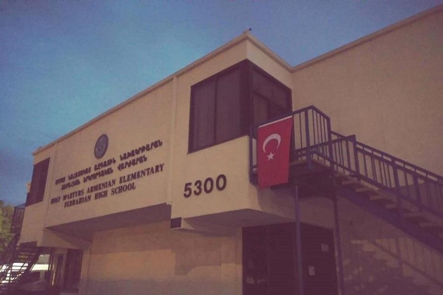 Τούρκοι εθνικιστές κρέμασαν τουρκικές σημαίες σε δύο αρμενικά σχολεία στην Καλιφόρνια των ΗΠΑ