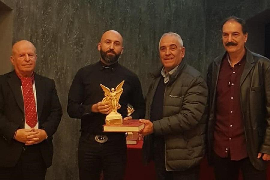 Βραβεύτηκε ο αρχισυντάκτης του ΤΡΑΠΕΖΟΥΝΤΑ.gr, Βασίλης Καρυοφυλλίδης, για την κοινωνική και πολιτιστική του προσφορά από τους Εθελοντές Αχαρνών-Θρακομακεδόνων (φωτο, βίντεο)