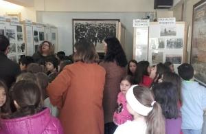 Μαθητές του 2ου Δημοτικού Σχολείου Πετρούπολης ξεναγήθηκαν στον ποντιακό σύλλογο «Μανουήλ Κομνηνό»