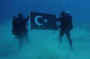 Παρέμβαση Αποστολάκη στο ΝΑΤΟ για την τουρκική σημαία στο βυθό της Σούδας