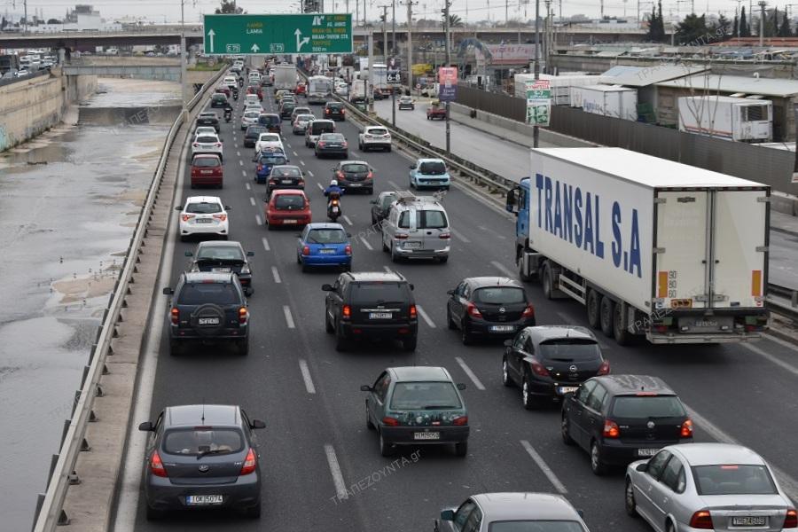 Κίνηση τώρα: Μεγάλο μποτιλιάρισμα στον Κηφισό από ανατροπή φορτηγού — Ουρά χιλιομέτρων