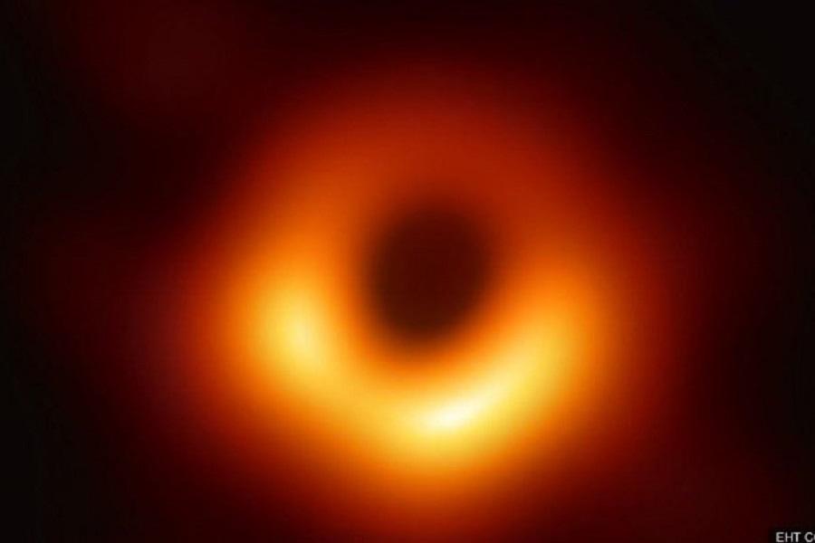 Η NASA έδωσε την πρώτη φωτογραφία μαύρης τρύπας «τέρας» στο κέντρο γιγάντιου γαλαξία
