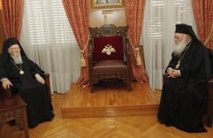 «Το αίμα νερό δεν γίνεται»: Συνάντηση Πατριάρχη – Ιερώνυμου στην Αρχιεπισκοπή Αθηνών