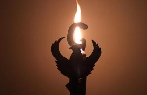 Ποδηλάτες θα «ενώσουν» τα μνημεία γενοκτονίας των Ποντίων Πειραιά και Θεσσαλονίκης — Θα μεταφέρουν τη «Φλόγα του Πόντου»