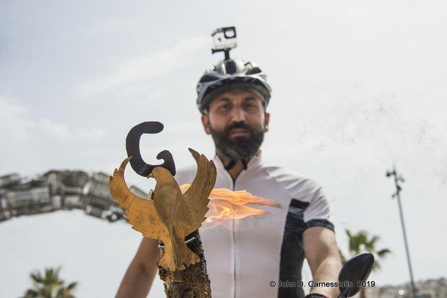 Στη Λάρισα σήμερα η «Φλόγα του Πόντου» — Όλα όσα έγιναν στην αφή της στον Πειραιά — Τη συνόδευσε και το ποδηλατικό τμήμα της ΑΕΚ (φωτο, βίντεο)