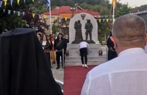 Σε κλίμα έντονης συγκίνησης, έγιναν τα αποκαλυπτήρια του μνημείου για την Γενοκτονία των Ποντίων στην Διποταμιά Καστοριάς