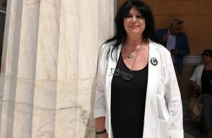 Με κονκάρδα για την Γενοκτονία των Ελλήνων του Πόντου ορκίστηκε βουλευτής η Άννα Βαγενά του ΣΥΡΙΖΑ
