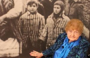 Η επιζήσασα του Μένγκελε, Εύα Κορ πέθανε στην ετήσια επίσκεψή της στο Άουσβιτς