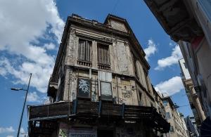 Ποια εγκαταλελειμμένα κτίρια θα κατεδαφιστούν στην Αθήνα μετά τον σεισμό