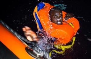 Η χειρότερη τραγωδία στη Μεσόγειο — Ναυάγιο στα ανοικτά της Λιβύης, αγνοούνται 265 μετανάστες