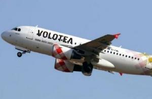 Γολγοθάς για επιβάτες της Volotea: Ακύρωσαν την πτήση και τους έστειλαν στην Αθήνα… με το πλοίο