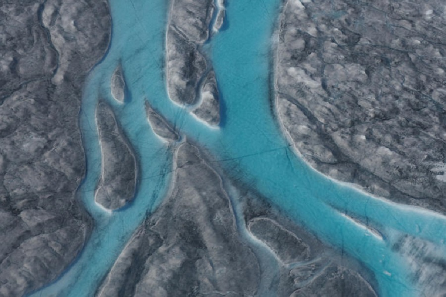 Γροιλανδία: Έλιωσαν 11 δισεκατομμύρια τόνοι πάγου σε μια μέρα (βίντεο)