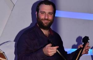 """Αλέξης Στεφανίδης: «Σε ηλικία 10 ετών, ζήτησα από τον """"Άγιο Βασίλη"""" να μου φέρει την πρώτη μου λύρα»"""