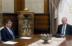Ο Ερντογάν διώχνει τον Νταβούτογλου από το κόμμα