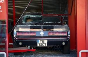 «Μπούκαραν» με αυτοκίνητο αντίκα σε μαγαζί με ηλεκτρονικά στην Πέτρου Ράλλη! (φωτο, βίντεο)