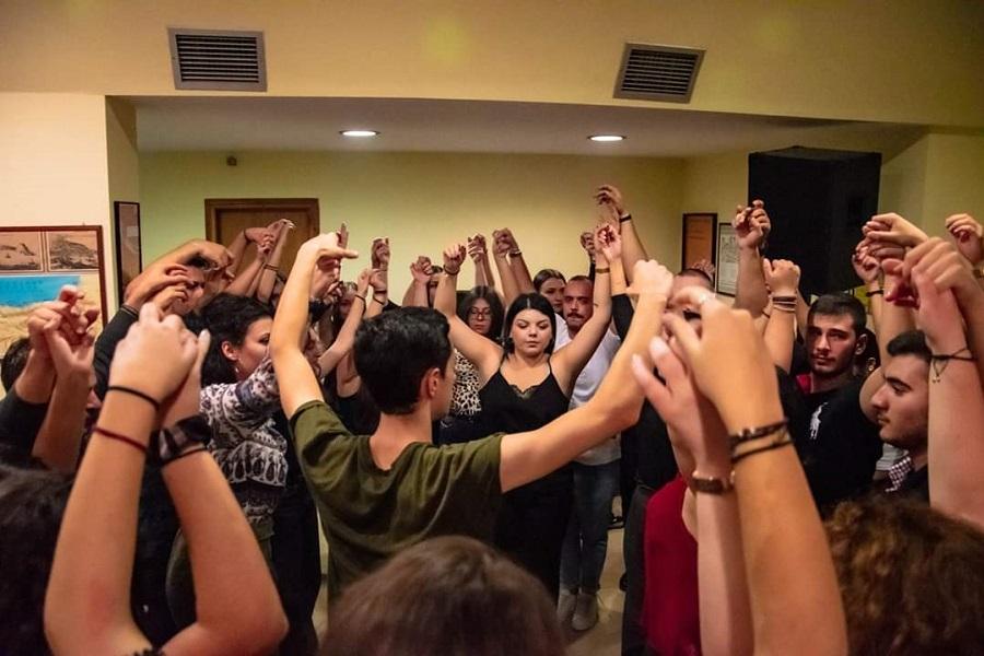 «Πλημμύρισε» από νέους, το γλέντι υποδοχής πρωτοετών φοιτητών του ΣΠΦΣΘ