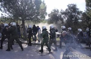 Χημικά και συμπλοκές ανάμεσα σε φοιτητές και αστυνομία στο Καβούρι