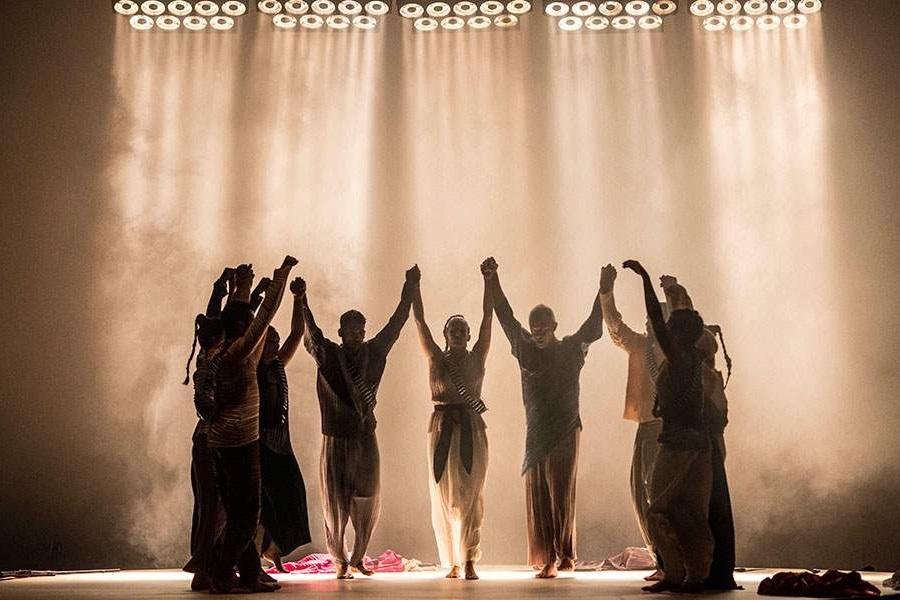«Ο χορός της Φωτιάς»: Έγινε η επίσημη πρεμιέρα — Το ΤΡΑΠΕΖΟΥΝΤΑ.gr ήταν εκεί