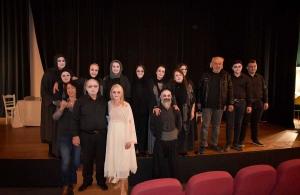 Ακόμα και όρθιοι παρακολούθησαν την παράσταση «Για έναν ψηλόν ραχίν, για έναν αροθυμίαν» στην Περία