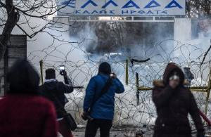 Νέα επεισόδια στον Έβρο: Χημικά και πέτρες – Μετανάστες προσπαθούν να περάσουν τα σύνορα