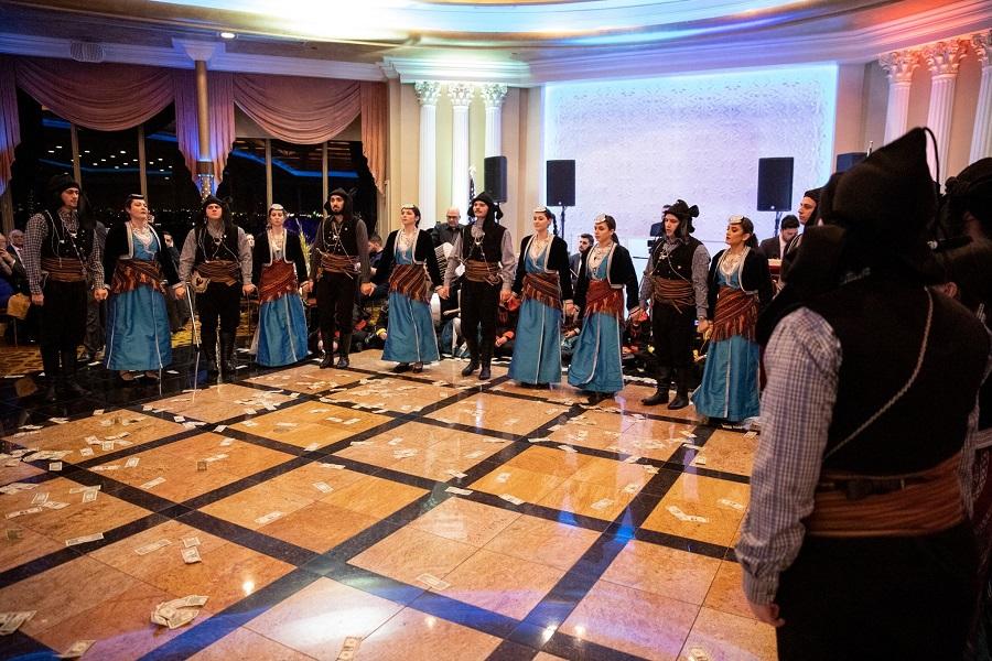 Η νεολαία έδωσε και πάλι δυναμικό παρών στον ετήσιο χορό του Συλλόγου Ποντίων Νέας Υόρκης «Κομνηνοί»