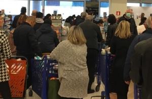 Κορωνοϊός – σούπερ μάρκετ: Από Δευτέρα θα εφαρμόζεται έλεγχος εισόδου