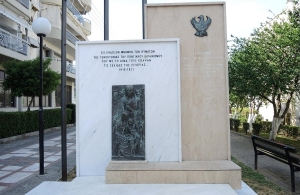 Άγνωστοι βανδάλισαν το μνημείο Γενοκτονίας των Ελλήνων του Πόντου στην Μενεμένη (φώτο, βίντεο)