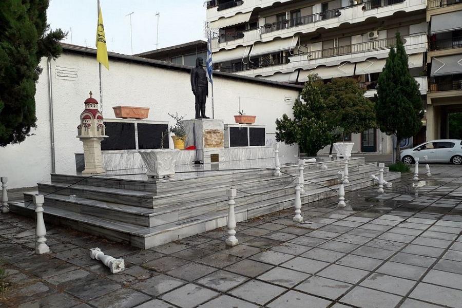 Καταστροφές και πάλι στο άγαλμα του «Πόντιου Ακρίτα» στην Αλεξάνδρεια Ημαθίας παραμονή της επετείου μνήμης