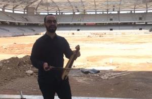 Γιάννης Μιχαηλίδης: Έπαιξε λύρα στο γήπεδο της ΑΕΚ «Αγιά Σοφιά»