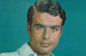 Πέθανε ο Γιάννης Πουλόπουλος στα 79 του.