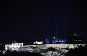 Η Ακρόπολη σκίζει ξανά τα σκοτάδια: Λάμπει με τον νέο φωτισμό (βίντεο)