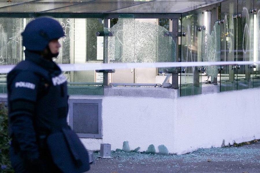 Τρόμος στη Βιέννη: Πέντε νεκροί, 15 τραυματίες από την τυφλή επίθεση