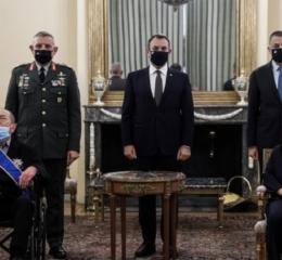 Σακελλαροπούλου: Παρασημοφόρησε τον εφοπλιστή Ι. Τσούνη με τον Μεγαλόσταυρο του Τάγματος της Τιμής