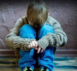 Αδέλφια στρατιωτικοί βίαζαν τον γιο του ενός — Πώς αποκαλύφθηκε το δράμα του 5χρονου