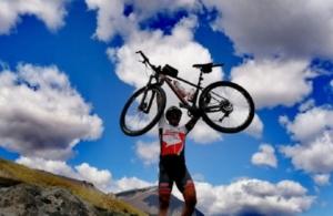 Η κατάθεση ψυχής του Ναουσαίου ορειβάτη Γιώργου Καισαρίδη στις κακοτράχαλες κορυφές του Βερμίου