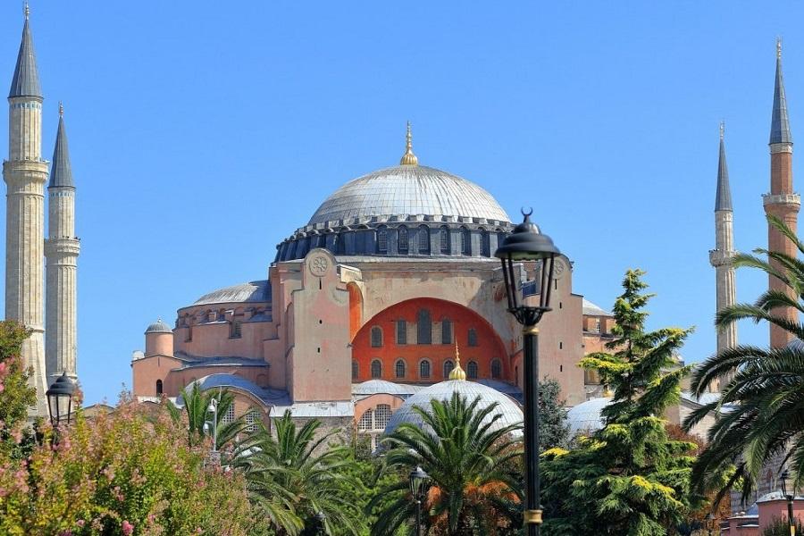 Αγια Σοφιά: Σε κακά χάλια ένα χρόνο μετά τη μετατροπή του ναού σε τζαμί
