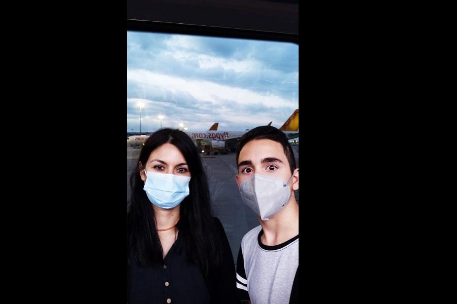 Κρατούνται σε αεροδρόμιο της Κωνσταντινούπολης η Μυροφόρα Ευσταθιάδου και ο 15χρονος γιος της