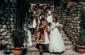 Εντυπωσιακός γάμος σε στιλ… 1821 στα Τρίκαλα