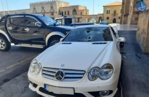 Ρόδος: Η στιγμή που ο υπαστυνόμος καταστρέφει το αυτοκίνητο του αστυνομικού διευθυντή (βιντεο)