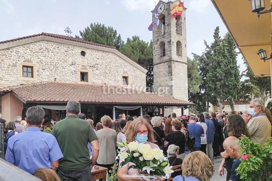 Θεσσαλονίκη: Σπαραγμός στην κηδεία της 14χρονης που πέθανε μετά από επέμβαση γαστρικού δακτυλίου