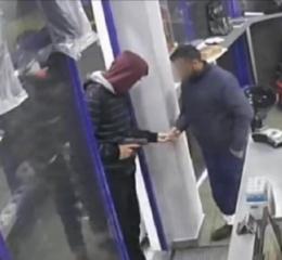 Αστυνομικός λήστευε υπαλλήλους σε βενζινάδικα με το υπηρεσιακό του περίστροφο