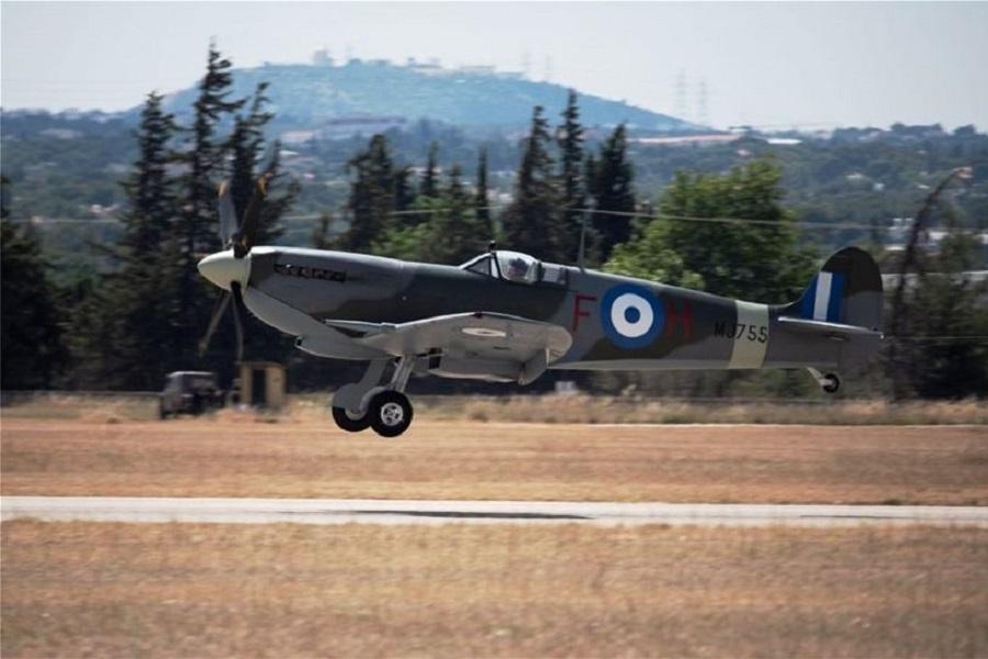 Το θρυλικό Spitfire στον ουρανό της Αθήνας (φωτο, βιντεο)